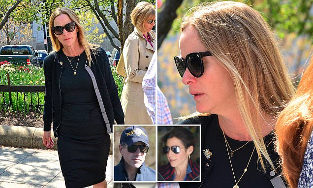 Hunter Biden's wife sobs in court as judge grants divorce | Daily Mail Online