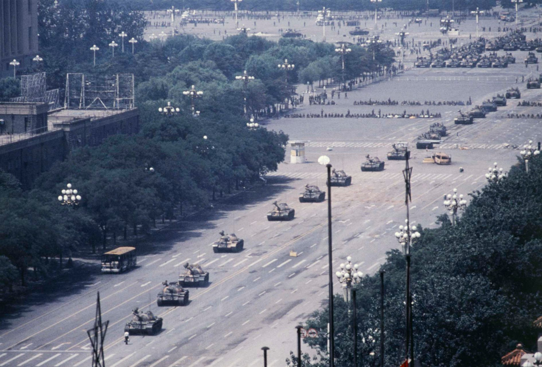 【坦克人  1989年6月5日早上】 【長安街坦克人高清圖下載】... - Vanished Archives 消失的檔案 | Facebook