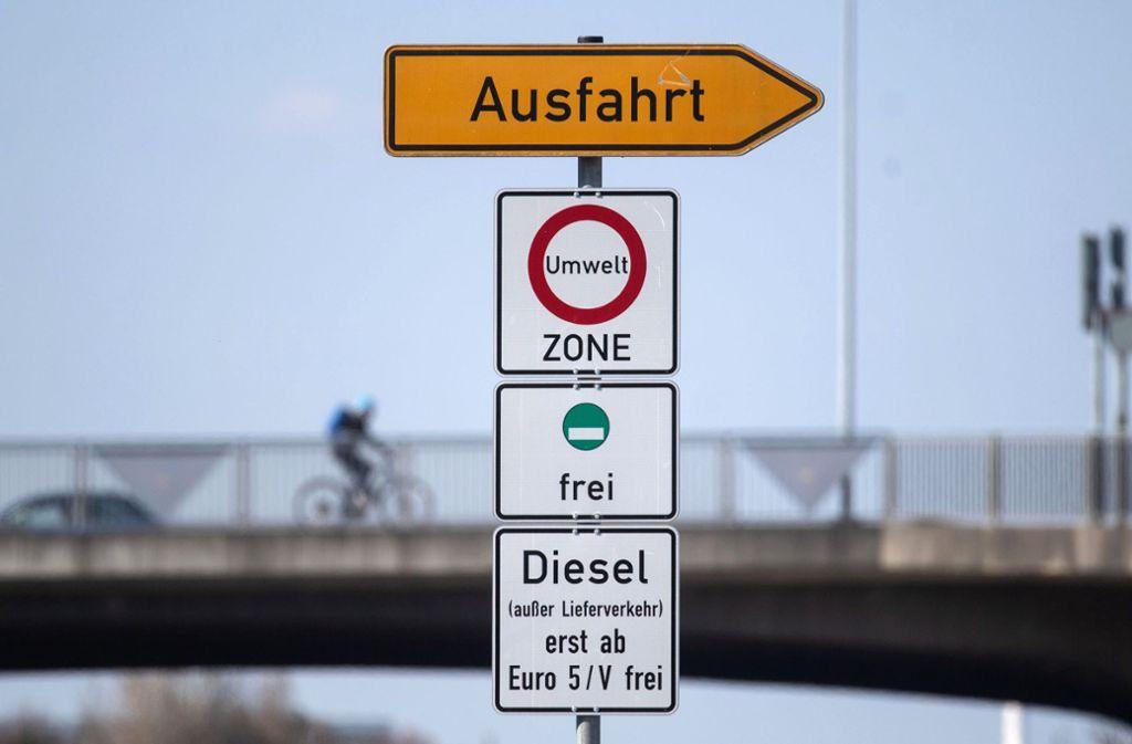 Verfassungsbeschwerde wegen Fahrverbot: Anwalt: Umsetzung des Fahrverbots ohne gesetzliche Regelung - Stuttgart - Stuttgarter Zeitung