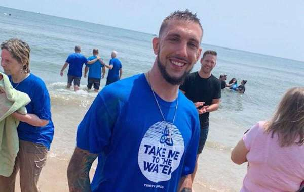 Man Who Was Going to Jump from Bridge is Baptized into Christ