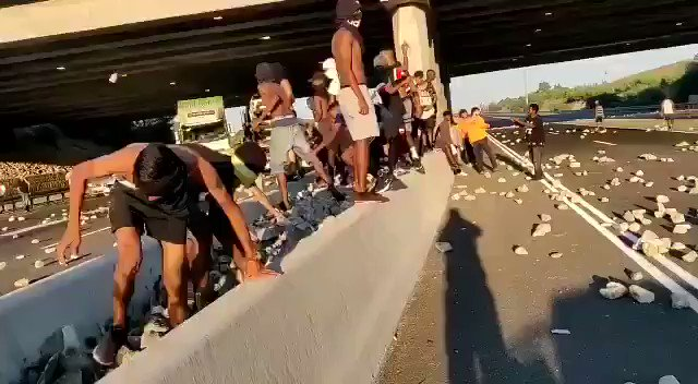 """Compact News on Twitter: """"?? Peaceful #migrants in #Calais spreading cultural enrichment in the hope for entering UK https://t.co/XpPZeSg66T"""""""