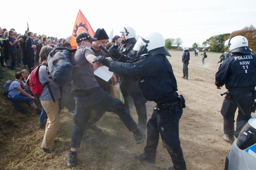 BKA-Lagebild: 38 000 Gewalttaten gegen Polizisten im Jahr 2018 - Kopp Report