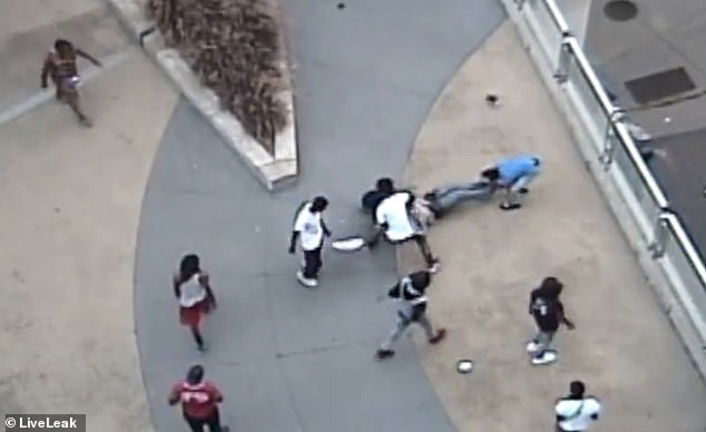 MINNEAPOLIS: Horrific video shows gang of Somali Muslim thugs savagely beating up a white guy, stealing valuables, stripping off his clothes
