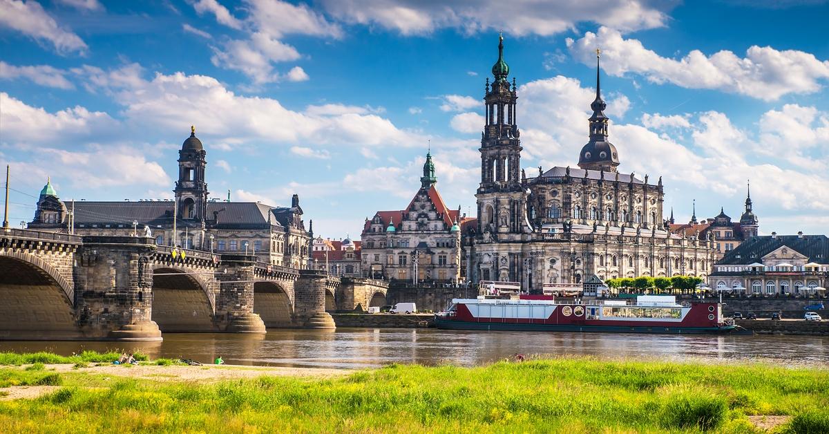 """Ja sind denn schon die Jecken los? SPD und Linke wollen in Dresden """"Nazi-Notstand"""" ausrufen › COMPACT"""