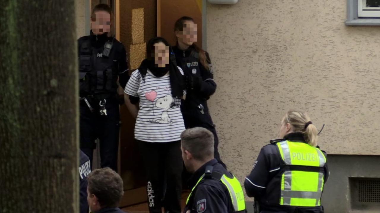 SEK-Einsatz in Mülheim - Libanesische Familie weigert sich auszureisen  -  Ruhrgebiet -  Bild.de