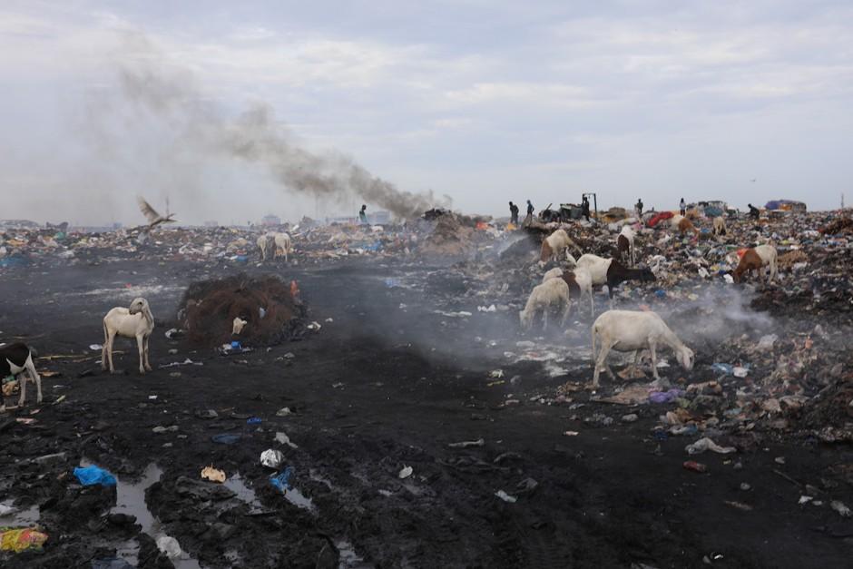 Willkommen in der Hölle – E-Schrott-Albtraum in Afrika! 50 Millionen Tonnen giftiger Elektroschrott pro Jahr! - The Toxic Effects of Electronic Waste in Accra, Ghana - netzfrauen– netzfrauen