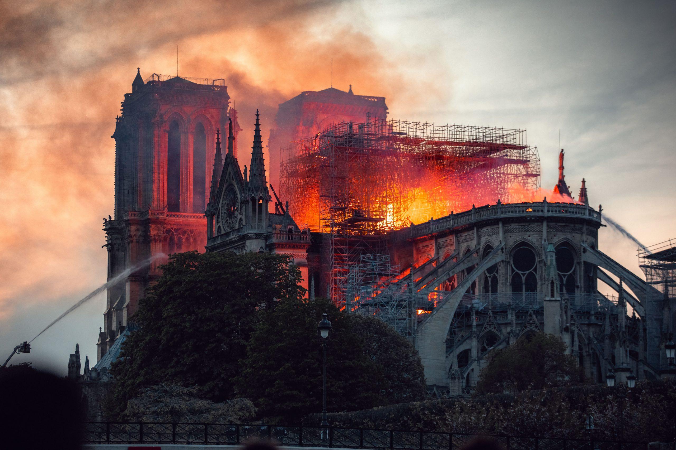 Frankreich brannte und brennt….: So stürzt man eine Rentenreform