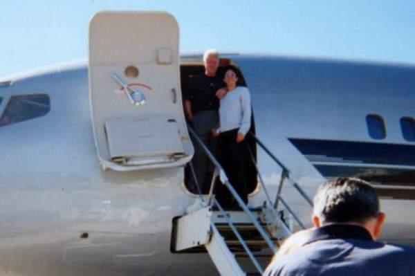 New Book Claims Bill Clinton Had an Affair With Jeffrey Epstein's 'Madam' Ghislaine Maxwell – TCP News