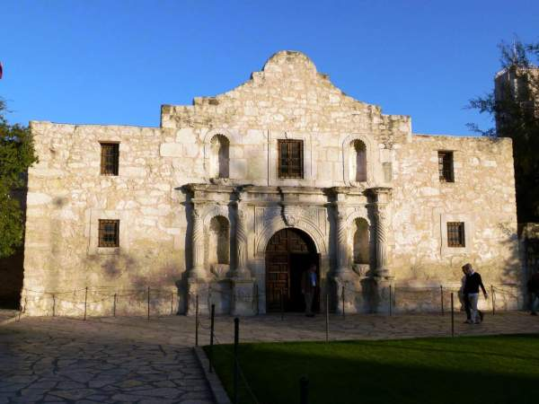 """Strong Message Sent to BLM Protesters: """"Don't Mess With The Alamo"""" 