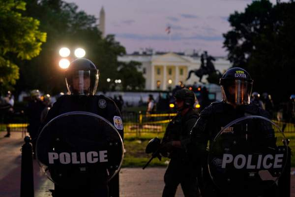 Secret Service agents wounded outside White House, car bombs feared; official says Trump was taken to bunker   Fox News