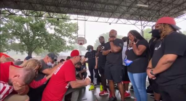 Prayer movement grows after white Christians kneel in repentance before black Christians for racism - The Christian Post