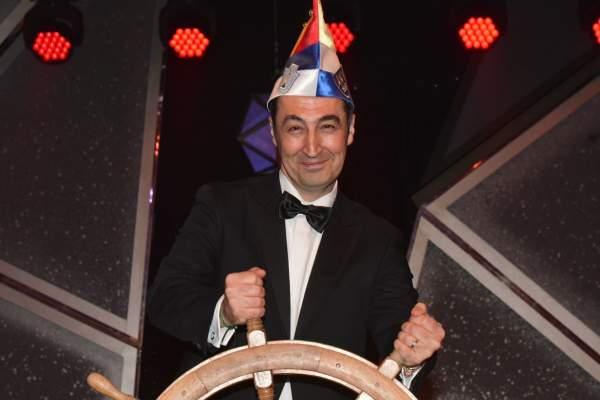 Gelichter & Gelächter: Stimmungskanone Özdemir feuert gegen gutgelaunte AfD › Jouwatch