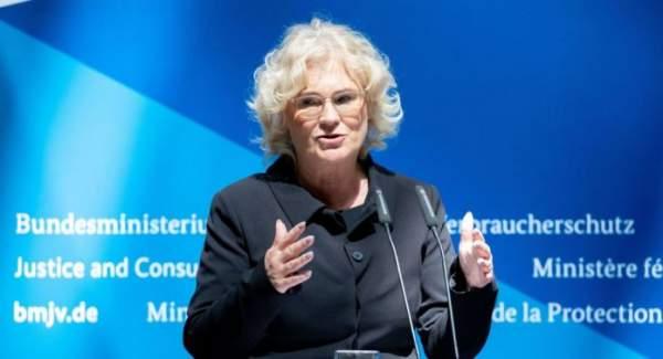 Lambrecht stellt sich gegen Seehofer: Regierungsstreit um Studie zu rassistischen Polizeikontrollen | Zaronews