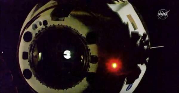 SpaceX Capsule and NASA Crew Make 1st Splashdown in 45 Years - Breitbart