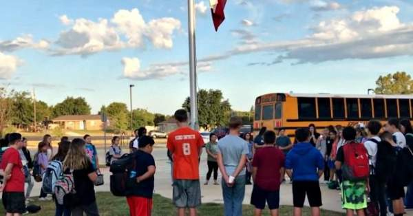 Watch: Students to Pray Throughout U.S. at 'See You at the Pole' Event