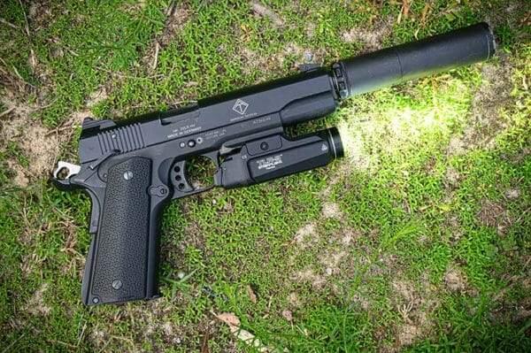 Streamlight TLR-9 Gun Light Review, the YUGE Tactical Light! - Guns in the News