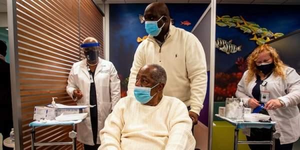 MLB legend Hank Aaron dies two weeks after getting COVID-19 vaccine