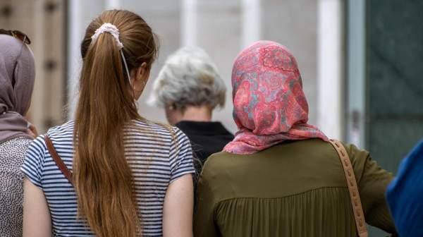 EuGH-Urteil zu Kopftuchverbot: Arbeitgeber kann Mitarbeitern Kopftuch verbieten