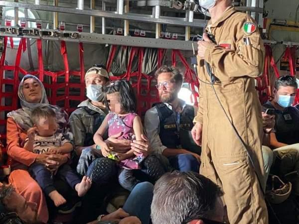 Von italienischen Streitkräften evakuierte Afghanen reisen mit Hilfe eines Schmugglers illegal nach Deutschland ein   UNSER MITTELEUROPA
