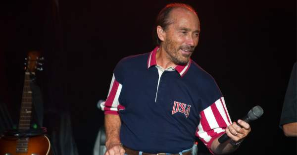 Lee Greenwood Booted from Arts Council by Biden Administration ⋆ What?! ⋆ Flag And Cross