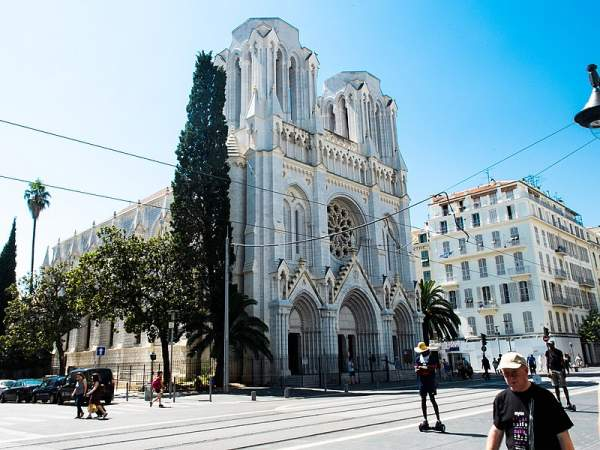 A Tunisian who is in France illegally enters the Notre Dame Basilica in Nice, spits on the floor, shouts in Arabic and threatens the sexton – Allah's Willing Executioners